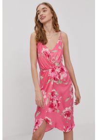 Vila - Sukienka. Kolor: różowy. Materiał: tkanina. Długość rękawa: na ramiączkach. Typ sukienki: rozkloszowane