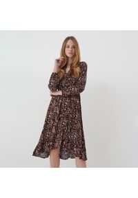Mohito - Wzorzysta sukienka midi - Czarny. Kolor: czarny. Długość: midi