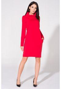 Czerwona sukienka dresowa Tessita z kominem