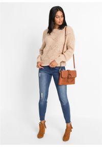 Sweter oversize w ażurowy wzór bonprix bezowy. Kolor: beżowy. Wzór: ażurowy