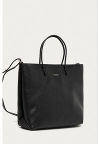 Furla - Torebka skórzana Essential. Kolor: czarny. Materiał: skórzane. Rodzaj torebki: na ramię