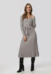 Szara sukienka Born2be