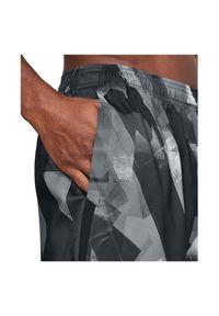 Spodenki Under Armour Launch 7 Print 1300057. Materiał: tkanina, materiał, poliester. Wzór: nadruk. Sport: fitness