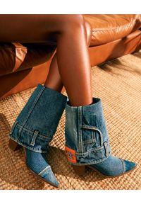 Casadei - CASADEI - Denimowe kowbojki z zawijaną cholewką. Kolor: niebieski. Materiał: denim, jeans, materiał. Szerokość cholewki: normalna. Wzór: haft, aplikacja. Obcas: na obcasie. Wysokość obcasa: średni