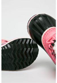 Różowe buty zimowe sorel z cholewką, z okrągłym noskiem, na zimę