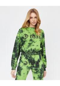 CHAOS BY MARTA BOLIGLOVA - Ręcznie farbowana zielona bluza z bawełny Ravon. Kolor: zielony. Materiał: bawełna. Wzór: nadruk. Styl: elegancki, sportowy