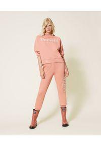 TwinSet - Różowe joggersy z haftowanym logo Twinset. Kolor: różowy. Materiał: bawełna. Wzór: haft
