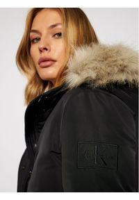 Calvin Klein Jeans Kurtka zimowa J20J215002 Czarny Regular Fit. Kolor: czarny. Sezon: zima