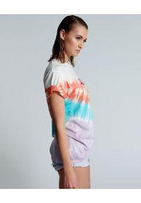 ONETEASPOON - Koszulka z nadrukiem Tie Dye. Kolor: wielokolorowy, różowy, fioletowy. Materiał: bawełna. Wzór: nadruk