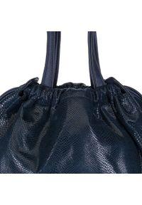 Niebieska torebka worek Wittchen z frędzlami, z motywem zwierzęcym