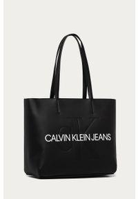 Czarna shopperka Calvin Klein Jeans duża, skórzana, z nadrukiem
