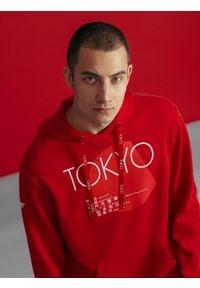 4f - Bluza męska z kolekcji kibica FROM PAST TO FUTURE. Kolor: czerwony. Materiał: dzianina. Wzór: nadruk