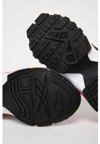 Reebok Classic - Buty EVZN. Nosek buta: okrągły. Zapięcie: sznurówki. Kolor: biały. Materiał: guma. Model: Reebok Classic