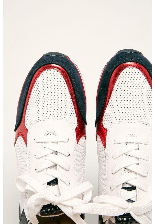 Białe buty sportowe Marco Tozzi z cholewką, na sznurówki