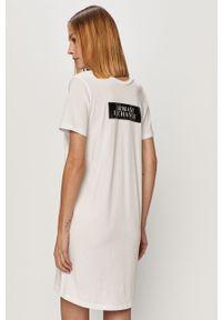 Biała sukienka Armani Exchange z aplikacjami, z krótkim rękawem, prosta, casualowa