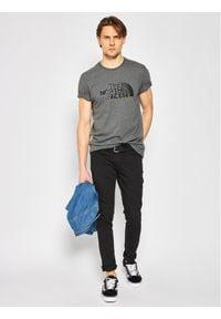 The North Face T-Shirt NF0A2TX3JBV1 Szary Regular Fit. Kolor: szary