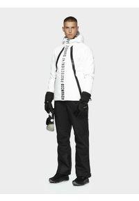 4f - Kurtka narciarska męska KUMN160 - biały. Typ kołnierza: kołnierzyk stójkowy. Kolor: biały. Materiał: mesh, materiał, syntetyk, puch, poliester. Technologia: Dermizax. Sezon: jesień, zima. Sport: narciarstwo