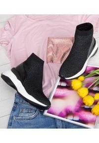 Czarne buty sportowe FOREVERFOLIE bez zapięcia, w kolorowe wzory