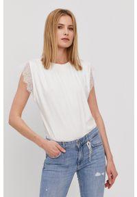 Nissa - NISSA - T-shirt. Okazja: na co dzień. Kolor: biały. Materiał: dzianina, koronka. Wzór: gładki. Styl: casual