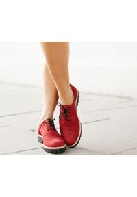 Zapato - półbuty - skóra naturalna - model 258 - kolor czerwony sztruks. Nosek buta: okrągły. Zapięcie: sznurówki. Kolor: czerwony. Materiał: skóra, sztruks. Wzór: kolorowy. Sezon: lato. Obcas: na obcasie. Styl: klasyczny, elegancki. Wysokość obcasa: niski