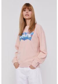 Levi's® - Levi's - Bluza bawełniana. Okazja: na spotkanie biznesowe. Kolor: różowy. Materiał: bawełna. Długość rękawa: długi rękaw. Długość: długie. Wzór: nadruk. Styl: biznesowy