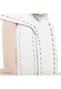 Białe sandały Mayoral z aplikacjami