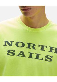 North Sails - NORTH SAILS - Żółty t-shirt z kontrastowym logo. Kolor: żółty. Materiał: bawełna. Wzór: aplikacja, nadruk