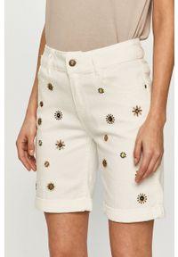 Desigual - Szorty jeansowe. Okazja: na co dzień. Kolor: biały. Materiał: jeans. Wzór: haft. Styl: casual