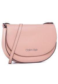Różowa listonoszka Calvin Klein elegancka