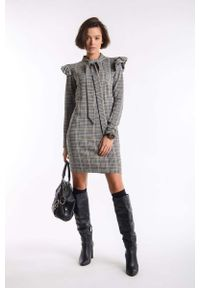 Nommo - Kamelowa Prosta Mini Sukienka w Kratkę z Wiązaniem przy Dekolcie. Materiał: wiskoza, poliamid, poliester. Wzór: kratka. Typ sukienki: proste. Długość: mini