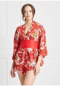 Saintmiss - Peniuar w stylu kimono // Malvina - Uniwersalny, Czerwony. Typ kołnierza: kokarda. Kolor: czerwony. Materiał: satyna, materiał. Długość: krótkie. Wzór: jednolity, kwiaty, nadruk