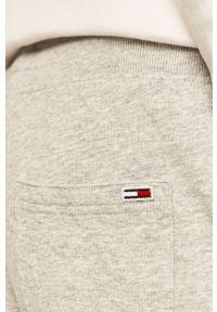 Szare spodnie dresowe Tommy Jeans z nadrukiem #5