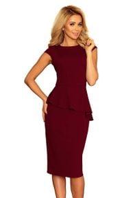 Numoco - Elegancka Ołówkowa Sukienka Midi z Asymetryczną Baskinką - Bordowa. Kolor: czerwony. Materiał: elastan, poliester. Typ sukienki: baskinki, ołówkowe, asymetryczne. Styl: elegancki. Długość: midi