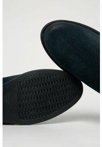 Niebieskie botki Tommy Jeans z cholewką, z okrągłym noskiem