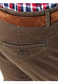 TOP SECRET - Spodnie strukturalne typu chino slim fit. Okazja: do pracy. Kolor: brązowy. Materiał: materiał. Sezon: wiosna #2