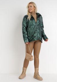 Born2be - Zielona Kurtka Flaxae. Typ kołnierza: kołnierzyk stójkowy. Kolekcja: plus size. Kolor: zielony. Materiał: tkanina