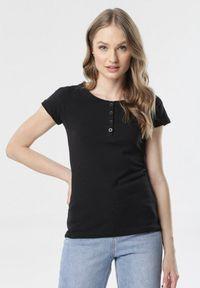 Born2be - Czarny T-shirt Oranore. Kolor: czarny