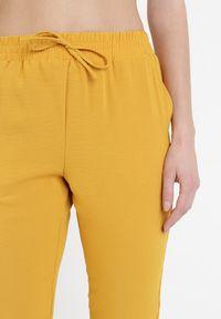 Born2be - Żółte Spodnie Mephiphi. Kolor: żółty