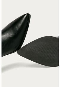 Czarne botki Guess Jeans z cholewką, na zamek, na obcasie, na średnim obcasie