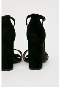 Czarne sandały Steve Madden na średnim obcasie, na klamry, na obcasie