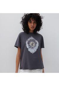Reserved - T-shirt z nadrukiem - Szary. Kolor: szary. Wzór: nadruk