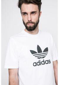 Biały t-shirt adidas Originals z aplikacjami, casualowy, na co dzień