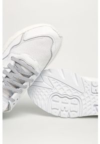 Białe sneakersy adidas Originals z okrągłym noskiem, na sznurówki, z cholewką