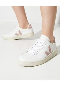 Veja - VEJA - Skórzane sneakersy V-12. Kolor: biały. Materiał: skóra. Szerokość cholewki: normalna. Wzór: aplikacja