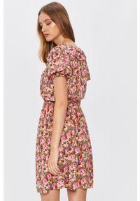 Wielokolorowa sukienka Answear Lab mini, z krótkim rękawem