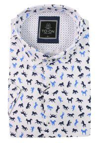 Biała Koszula Męska, Taliowana -TO-ON- Krótki Rękaw, Slim, w Granatowo-Niebieskie Konie, Zwierzęca. Kolor: niebieski. Materiał: bawełna. Długość rękawa: krótki rękaw. Długość: krótkie. Wzór: motyw zwierzęcy. Styl: elegancki