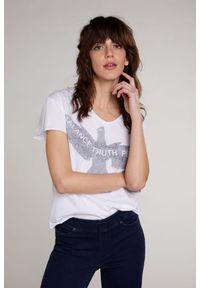 Biały t-shirt krótki, z napisami