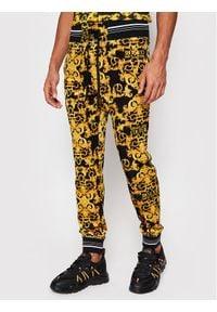 Versace Jeans Couture Spodnie dresowe A2GWA1F1 Czarny Regular Fit. Kolor: czarny. Materiał: dresówka