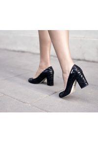 Czarne czółenka Zapato w kolorowe wzory, wąskie