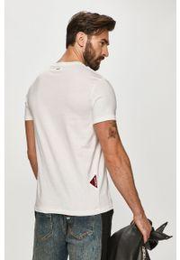 Biały t-shirt Desigual casualowy, na co dzień, z nadrukiem